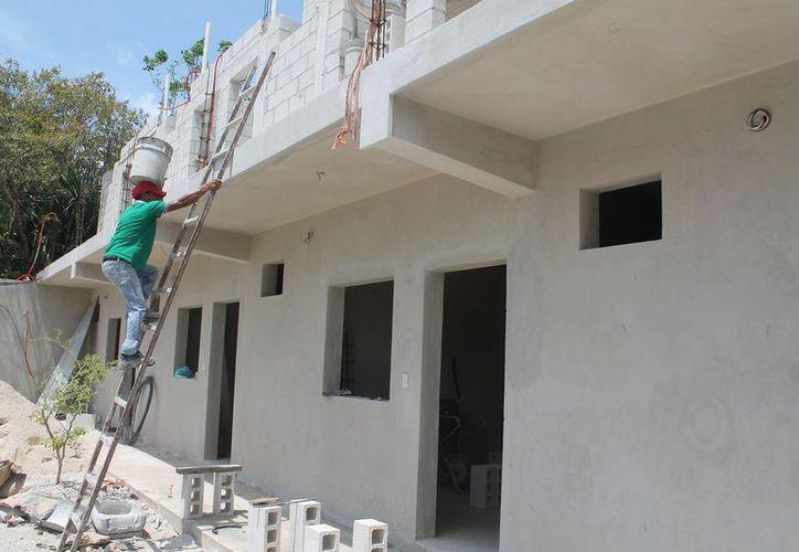De acuerdo con ambientalistas, la falta de un documento rector, está permitiendo que inversionistas apuesten a la construcción de espacios para rentar. (Javier Ortiz/SIPSE)