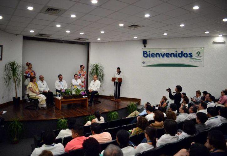 En el marco de la celebración del 35o aniversario del Centro de Investigación Científica de Yucatán (CICY), se realizó la mesa panel: El CICY: Pasado, presente y futuro. (Luis Pérez/SIPSE)