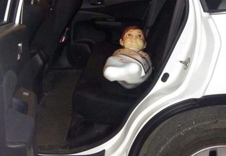 La imagen se encontró al interior de una camioneta conducida por  J.T.C, de 16 años de edad, quien no respetó el disco de alto, en la calle 37 por 42. (SIPSE)