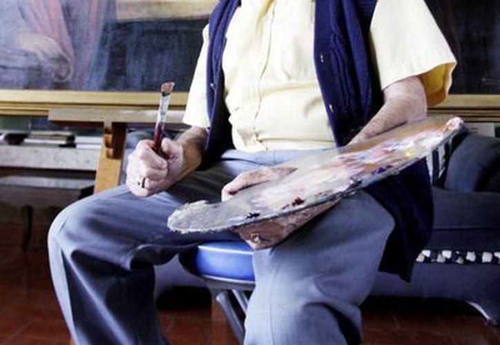"""A sus 89 años, de los cuales 82 lleva creando, se percibe como un """"aprendiz de pintor"""". (Milenio Novedades)"""