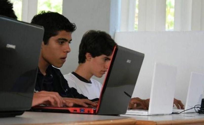 """Las pláticas abordaron el tema """"Trata de Personas a través de las Redes Sociales"""" frente a una población de 336 alumnos de primer ingreso al sistema Conalep. (SIPSE)"""