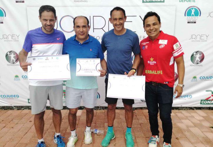 Octavio Lara y Fabián Mujica, campeones del Open, recibieron sus títulos. (Raúl Caballero/SIPSE)