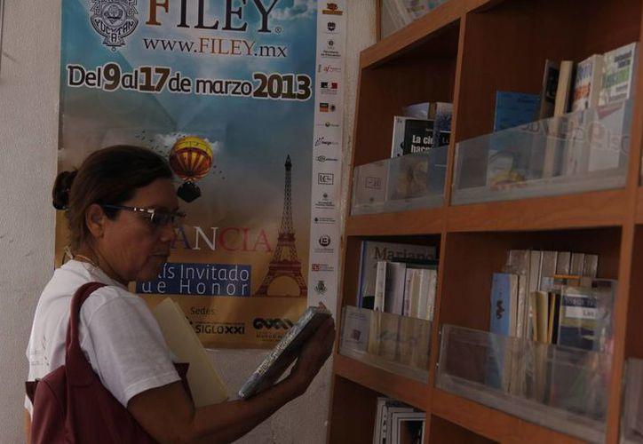 La Filey atrae a gente interesada en adquirir algún texto. (Juan Albornoz/SIPSE)