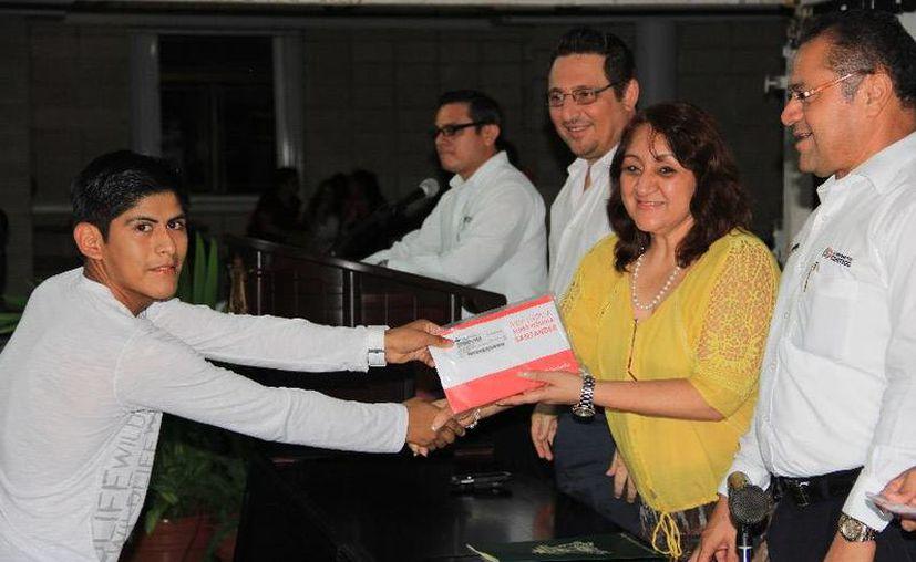Más de 65 millones de pesos que han gestionado en beneficio de seis mil 304 estudiantes de las escuelas públicas de nivel superior en el estado. (Cortesía/Uqroo)