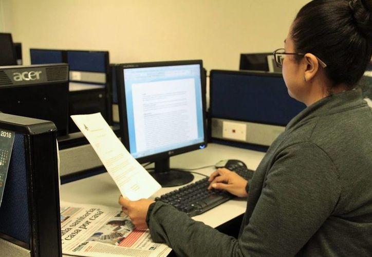 Los problemas de visión se producen en los representantes de muchas ocupaciones que usan constantemente monitores y computadoras, como por ejemplo diseñadores, escritores, programadores o periodistas. (Uziel Góngora/SIPSE)