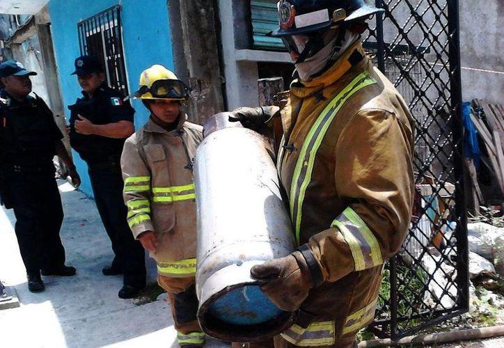 Bomberos controlaron el incidente. (Loana Segovia/SIPSE)