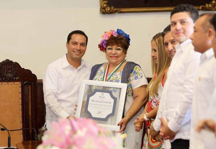 Narda Acevedo agradeció al Ayuntamiento su compromiso con el fomento al teatro regional. (Cortesía)