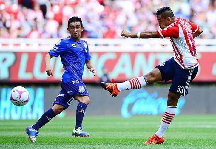 Con un potente disparo Marco Fabián adelanto a las Chivas Rayadas en partido clave en la lucha porcentual contra el Puebla, sin embargo, La Franja lograría el empate, en partido de cierre de la jornada 13 de la Liga MX (Mexsport)