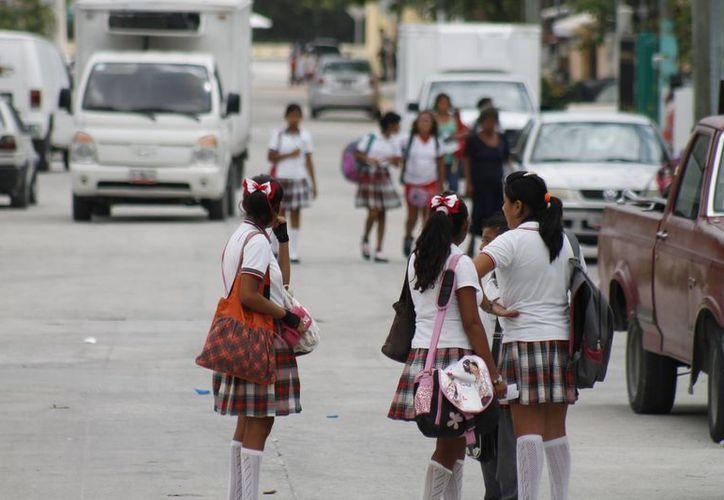 La finalidad es evitar que los alumnos introduzcan objetos punzocortantes u otro tipo de armas que pongan en peligro la integridad física de los estudiantes y maestros. (Tomás Álvarez/SIPSE)