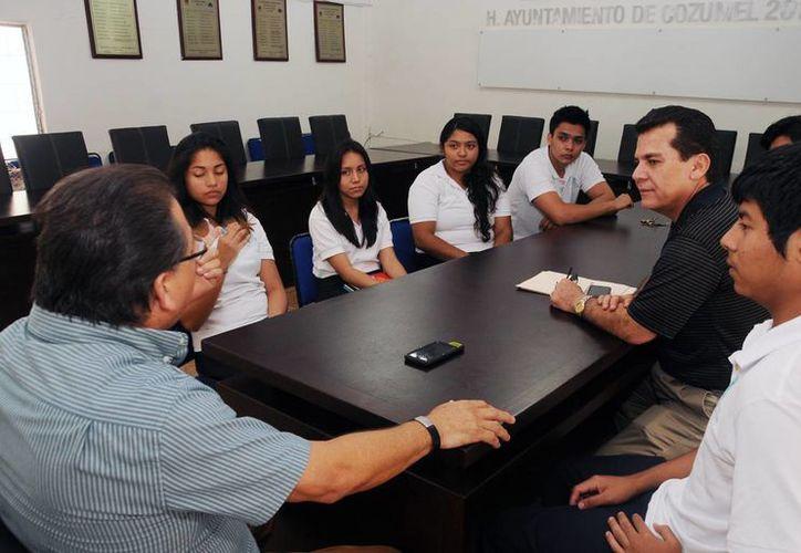 Los alumnos de bachilleres se reunieron con las autoridades. (Cortesía/SIPSE)