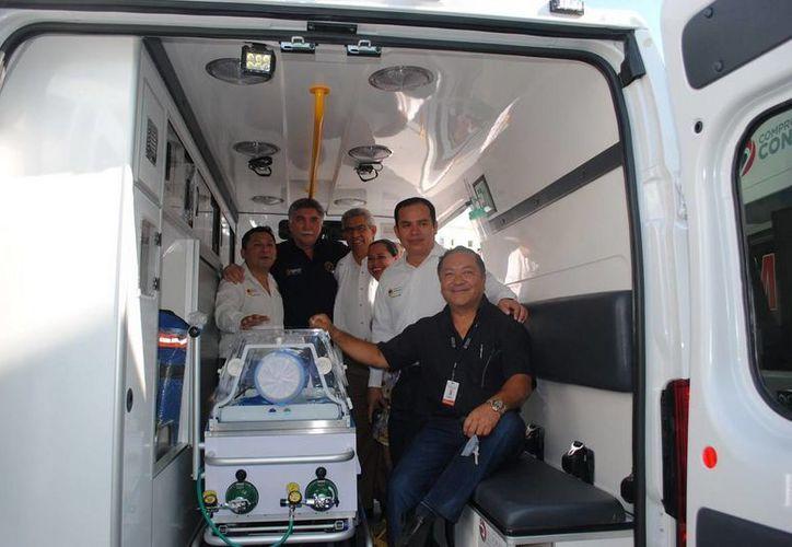 Momento de la entrega del equipo médico y de las tres ambulancias. (Redacción/SIPSE)