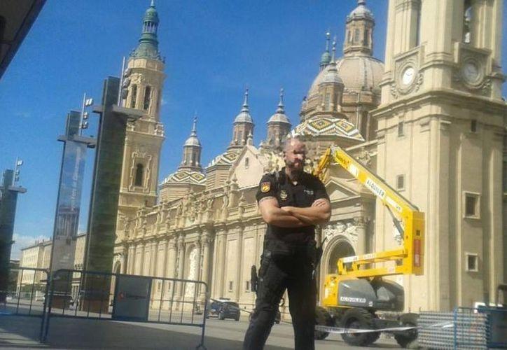 Poco después de la explosión, la policía acordonó la zona y desalojó la iglesia. (20minutos.es)