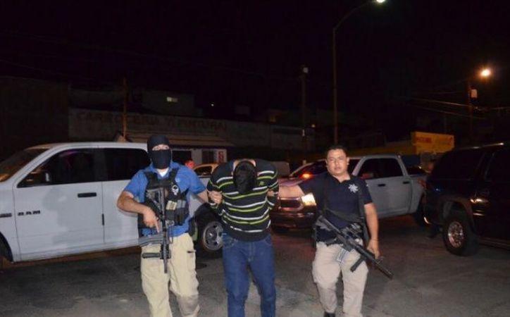 La detención de David 'N' se logró la noche de este viernes, en la calle Constitución, en la zona centro de Tijuana. (Foto: PGJEBC)
