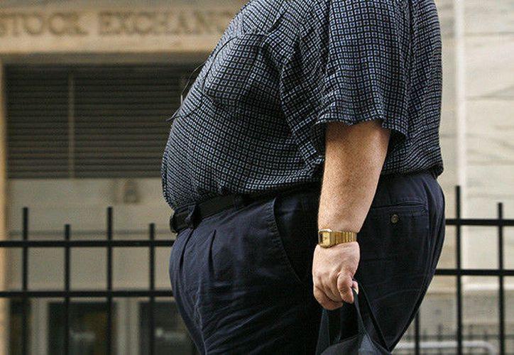La OCDE apunta que es más probable que las personas con bajo nivel educativo o socioeconómico sufran sobrepeso. (RT)