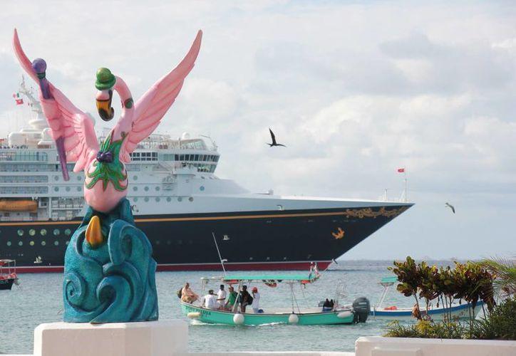 Un total de 107 cruceros trajeron consigo a tres millones 401 mil 941 pasajeros. (Gustavo Villegas/SIPSE)