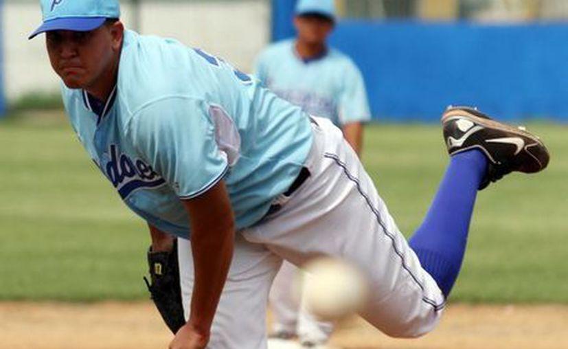 El lanzador Omar Nieblas continúa con su dominio. (Milenio Novedades)