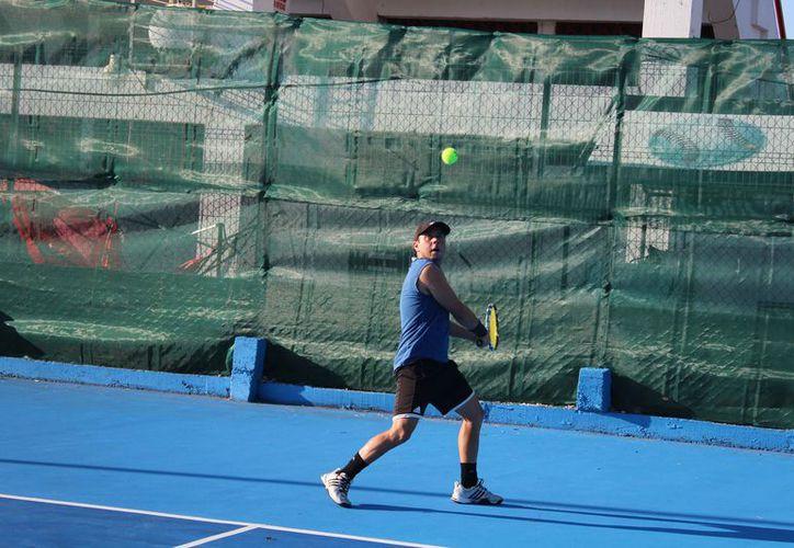 Participarán más de 60 tenistas de varios clubes del estado. (Raúl Caballero/SIPSE)