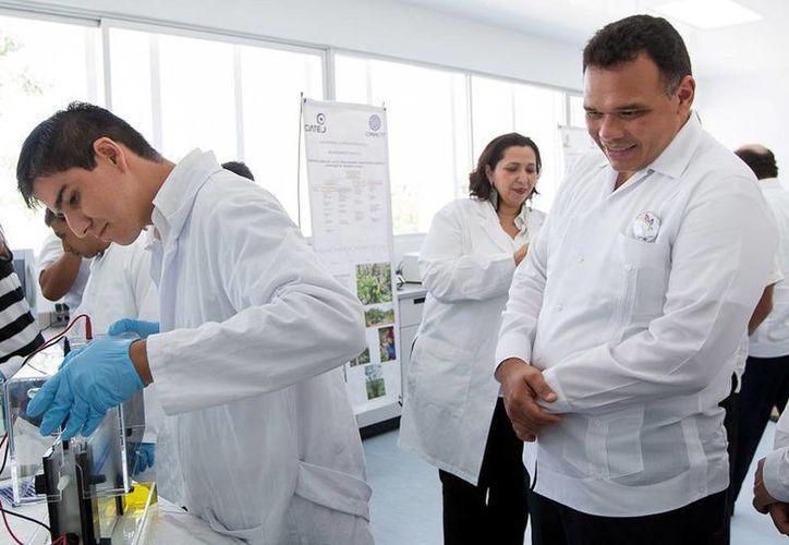 El Gobernador acudió a la inauguración del Laboratorio de Micropropagación y Mejoramiento Genético de la Unidad Sureste del Ciatej. (Cortesía)