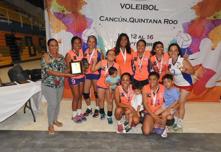 Pupomasli del Estado de México se corona en el campeonato nacional de vóleibol. (Raúl Caballero/SIPSE)