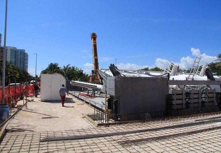 Durante la mañana de ayer desmontaron las estructuras. (Luis Soto/SIPSE)