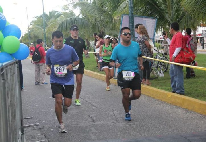 Participaron mil corredores, 600 en la categoría 5 kilómetros y 400 en la de 10 kilómetros. (Raúl Caballero/SIPSE)