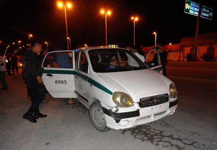 El taxi con número 0985 mostró alteraciones en sus números confidenciales. (Archivo/SIPSE)