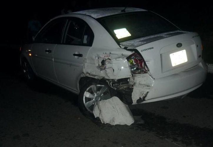 El vehículo Dodge Atitude sufrió severas afectaciones tras el impacto. (Archivo/SIPSE)