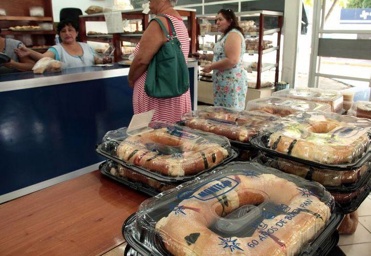 Desde diciembre las panaderías recibieron apartados de roscas de reyes, a pesar del aumento de precio. Imagen de contexto de una panadería de Mérida. (Milenio Novedades)