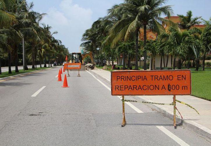 Zona hotelera colapsada por el tráfico vehicular y los baches. (Foto: SIPSE)