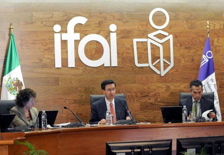 """""""No puede gastarse un peso sin que los ciudadanos estén enterados de cómo se está gastando"""" dijo Gerardo Laveaga, presidente del IFAI. (Notimex)"""