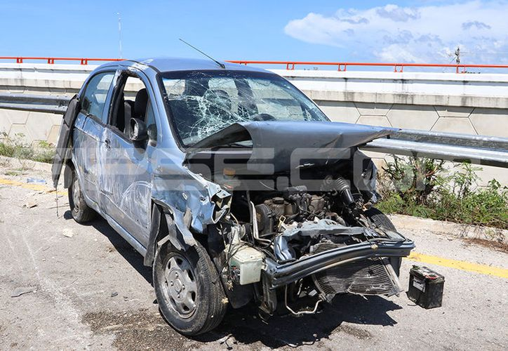 Con el frente destrozado quedó un Matiz que chocó con un Honda. (Aldo Pallota/ SIPSE)