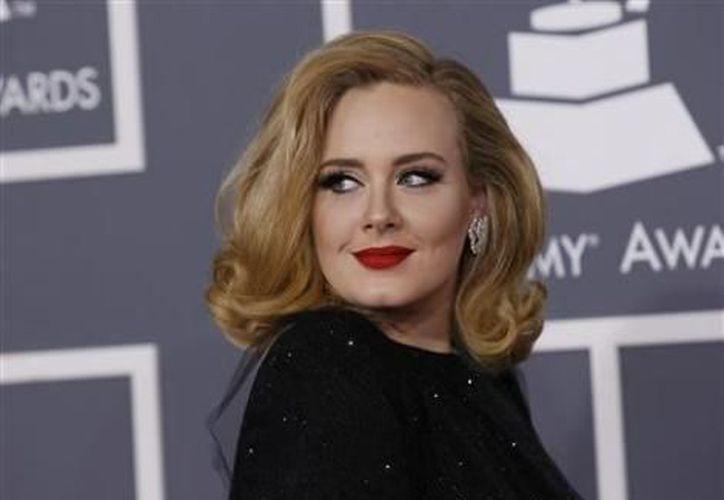 Adele dio la sorpresa este año al convertirse en mamá de un niño. (Archivo Milenio)