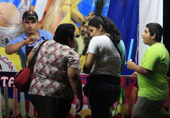 La media apunta a que las ganancias del día alcanzaron 300 pesos, gracias a las familias que acudieron al corredor comercial de la avenida De los Héroes. (Harold Alcocer/SIPSE)