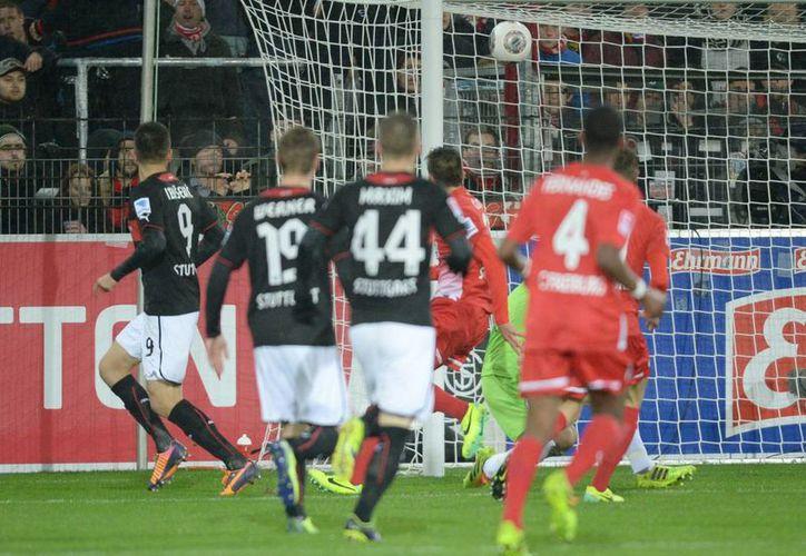 El Stuttgart ganó 1-0 al Friburgo en partido de la Bundesliga en el Mage Solar Stadion de Friburgo, Alemania. (EFE/EPA)