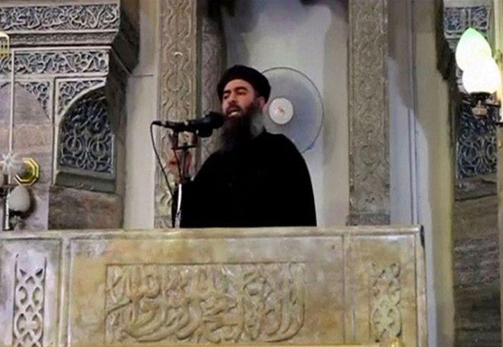 - El líder del grupo terrorista autodenominado Estado Islámico (EI), Abu Bakr al-Baghdadi, reapareció este jueves con un mensaje de voz. (Archivo Reuters)