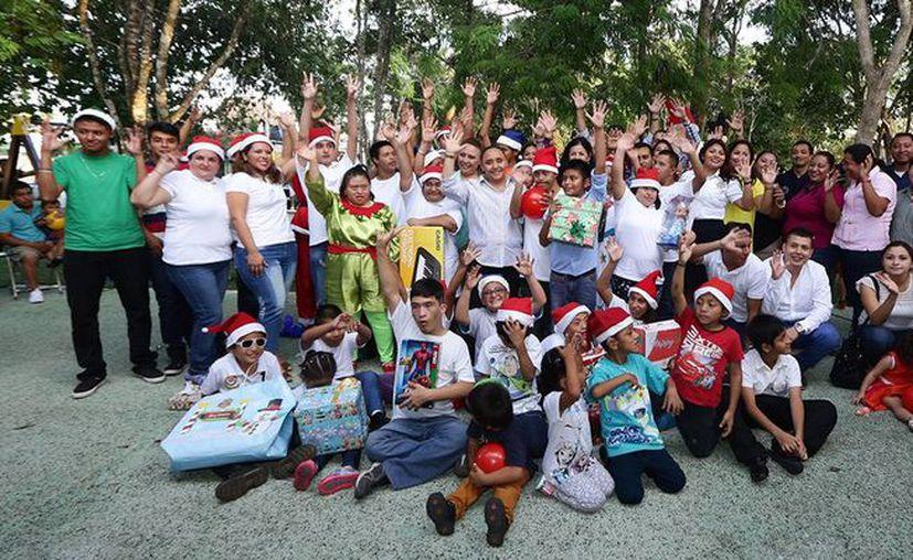 Los niños presentaron obras y recibieron obsequios. (Foto: Redacción).