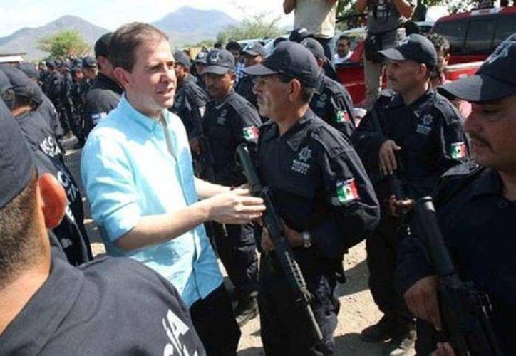 Alfredo Castillo espera que esta misma semana quede integrada la Fuerza Rural Estatal en los municipios de Coalcomán, Apatzingán y Aguililla, en Michoacán. (Milenio)