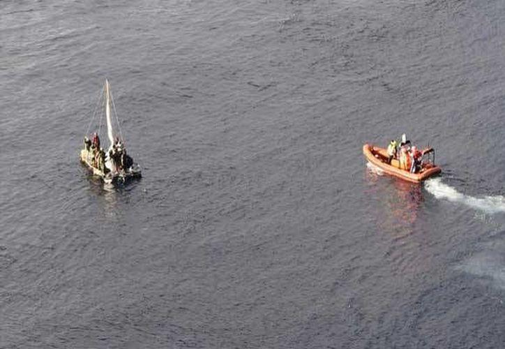 16 migrantes fueron rescatados por un crucero norteamericano en aguas del Golfo de México. (Foto: Instagram/zocalo.com.mx)