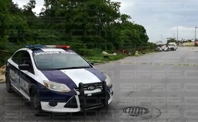 La zona fue acordonada por los policía municipal. (Orville Peralta/ SIPSE)