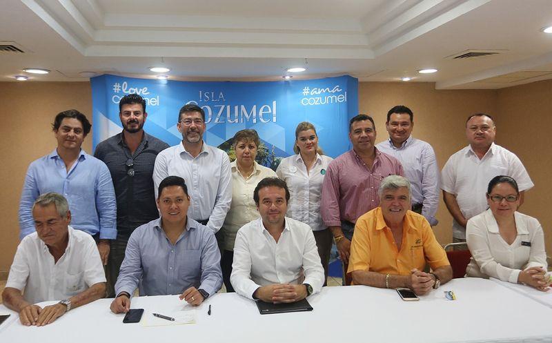 """""""Quiero un gobierno abierto a los empresarios, a los hoteleros y a los emprendedores"""", afirmó Pedro Joaquín. (Redacción/SIPSE)"""