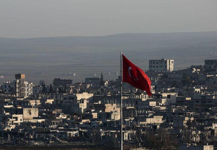 El Estado Islámico reconoció que no pudo tomar la ciudad clave de Kobani, ubicada en la frontera de Siria y Turquía. (AP)
