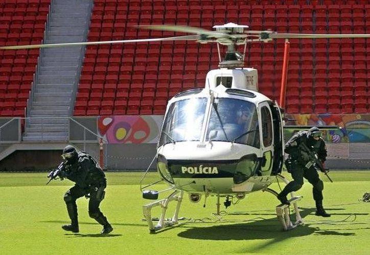 Durante el Mundial de Futbol del año pasado, la policía brasileña implementó diversos operativos preventivos contra ataques en las sedes de los partidos. Ahora, Brasil se prepara contra el terrorismo ya que tendrá centros antiterroristas para los Juegos Olímpicos en 2016. (Archivo AFP)