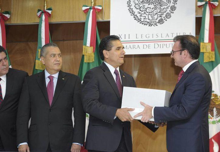 Al hacer entrega del Paquete Económico 2015, el secretario de Hacienda, Luis Videgaray, indicó que se lanzará un portal sobre la transparencia del uso de recursos públicos. (Notimex)