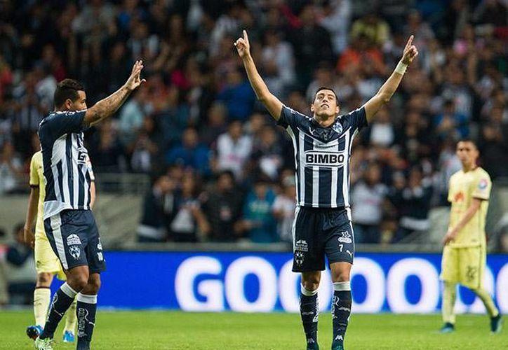 Rogelio Funes Mori marcó el primer gol de la victoria para los Rayados de Monterrey, quienes entraron a zona de liguilla al llegar a 23 puntos en la 16 jornada de la Liga MX. (Imágenes de Excelsior)