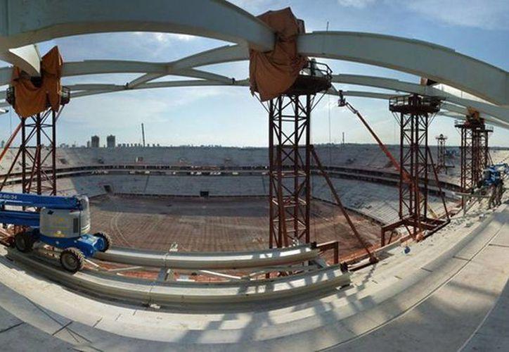 El estadio Arena da Amazonia sólo albergará cuatro partidos del Mundial; Manaus no tiene equipos en primera o segunda división del futbol brasileño. (es.fifa.com)