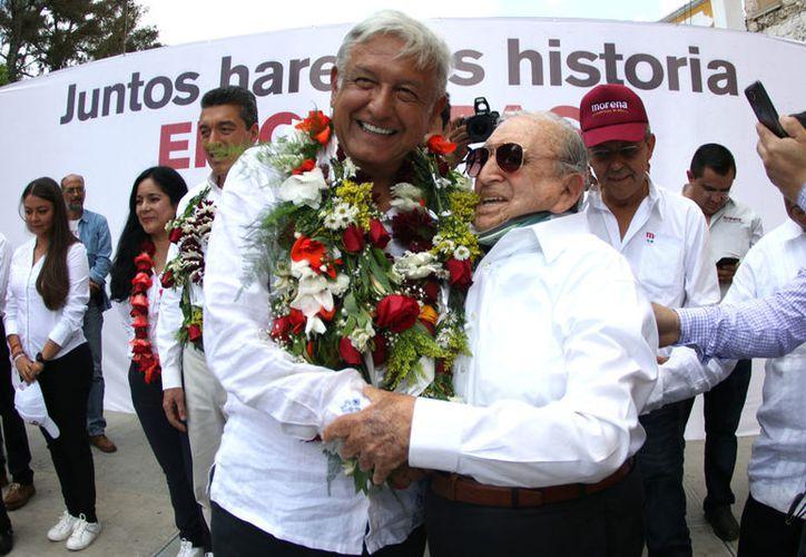López Obrador afirmó que los pobladores de comunidades indígenas le han hecho peticiones sobre construcción de caminos, universidades públicas y medicamentos en los centros de salud. (Notimex)