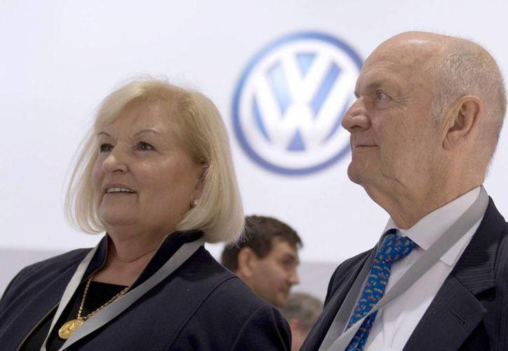 Foto fechada el 13 de mayo de 2014 del presidente de vigilancia del consorcio Volkswagen, Ferdinand Piech, y de su esposa, Ursula Piech. (EFE)