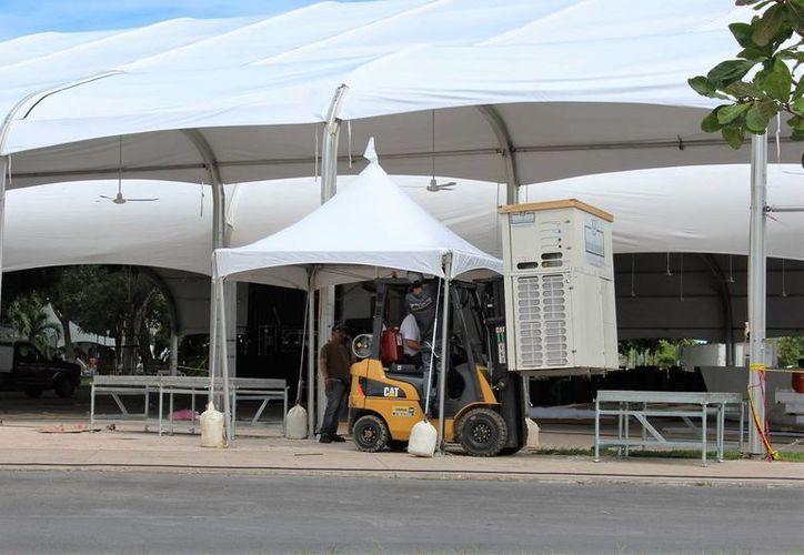 Así se llevaron a cabo los preparativos para la toma de protesta que se efectuará el día de hoy en Chetumal. (Carlos Horta/SIPSE)