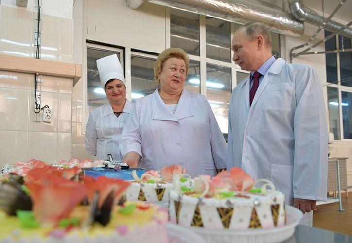 El presidente ruso platicó en una entrevista emitida en internet. (excelsior.com)