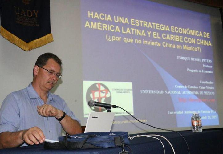 El coordinador del Centro de Estudios China-México de la UNAM, Enrique Dussel Peters, alertó en Mérida que China está invirtiendo masivamente en América Latina, pero no en México. (Notimex)